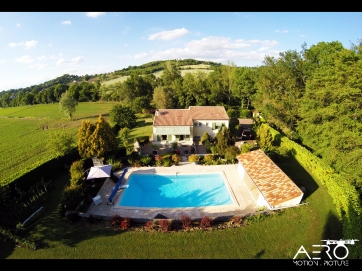 DRONE - Immobilier & patrimoine : Village - Archéologie - Professionnels de l'immobilier - Maisons de particuliers - Architecture